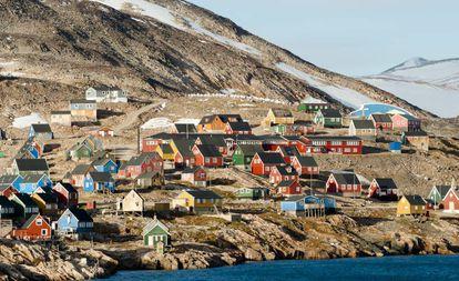 Casas coloridas na aldeia de Ittoqqortoormiit, na Groenlândia
