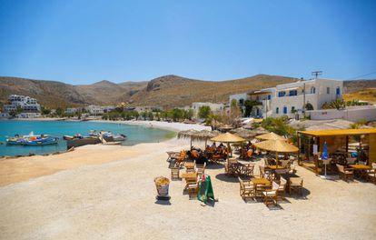 Terraço na localidade de Karavostasi, na ilha grega de Folégandros.
