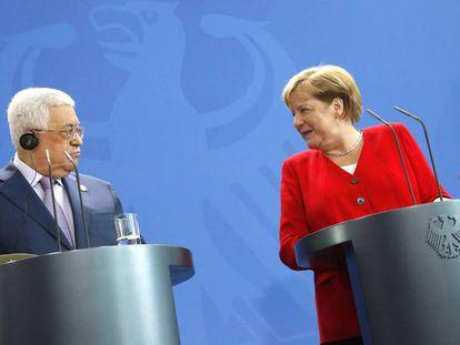 Angela Merkel e Mahmud Abbas nesta quinta-feira em Berlim.