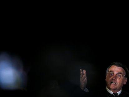 O presidente Bolsonaro no dia 22, em frente ao Palácio da Alvorada.