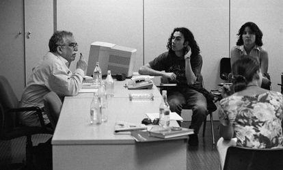 García Marquez, com os alunos da Escola de Jornalismo do EL PAÍS, em 1996.
