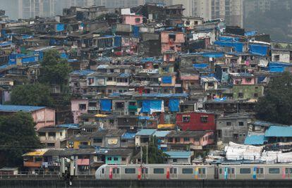 Vista geral de uma favela de Mumbai, na Índia.
