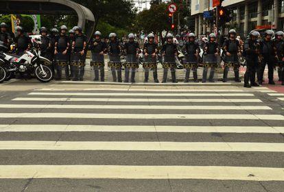 Polícia Militar de São Paulo durante um protesto em 2015.