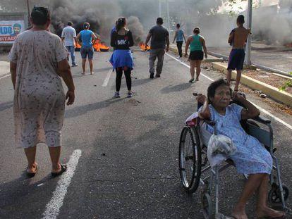 Protesto em Maracaibo, Venezuela, contra o racionamento da energia elétrica.