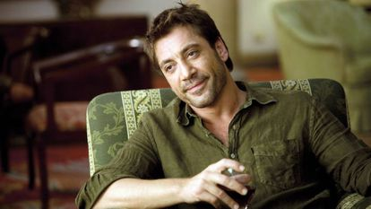Javier Bardem interpretando o típico 'latin lover' em Vicky, Cristina e Barcelona