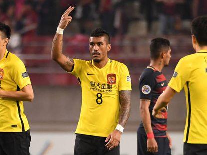 Paulinho, durante uma partida com o Guangzhou.