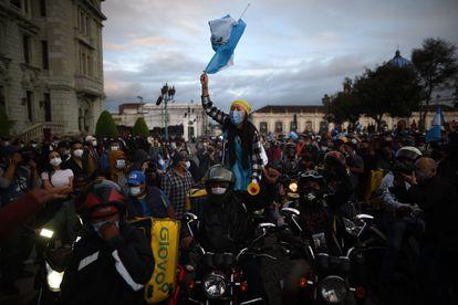 Manifestação contra o orçamento aprovado pelo Congresso da Guatemala, neste domingo.