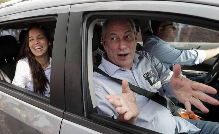 Ciro Gomes em ato de campanha perto de fábrica da General Motors em Sao Caetano do Sul (SP) na terça-feira.