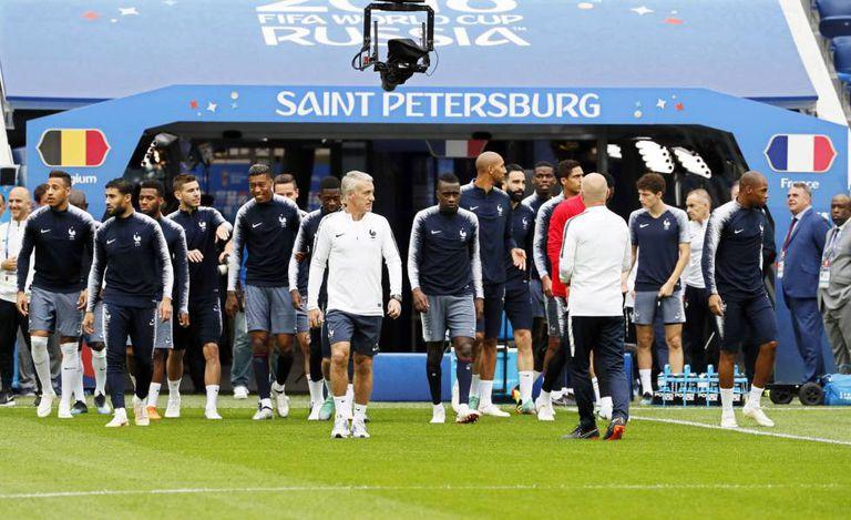 Deschamps com seus jogadores em São Petersburgo.