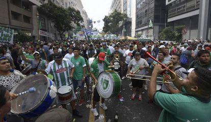 Forte manifestação de trabalhadores no centro de Buenos Aires.