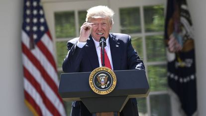 Donald Trump fazendo anuncio na Casa Branca