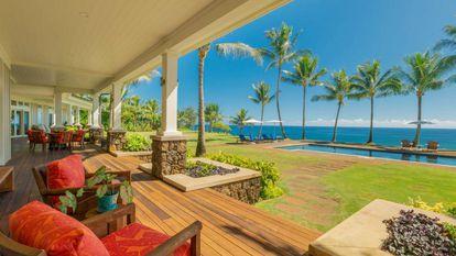 Varanda da casa de Greg Glassman, criador da marca CrossFit, no Havaí, com vista para o oceano Pacífico.