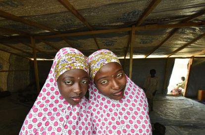 Muçulmanas da Nigéria refugiadas em Baga Sola, Lago Chade, depois de incursões dos terroristas nas redondezas.