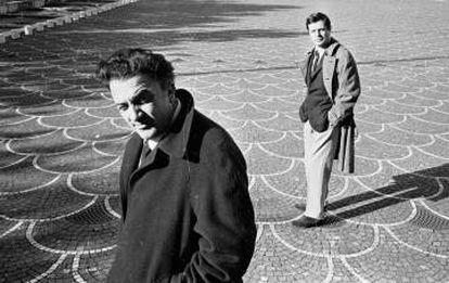 Fellini com o ator Marcello Mastroianni, em 1962.