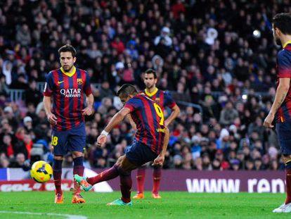 Alexis marca de falta o quarto gol do Barça, seu terceiro da tarde.