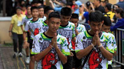 Os 12 meninos resgatados em uma caverna da Tailândia.