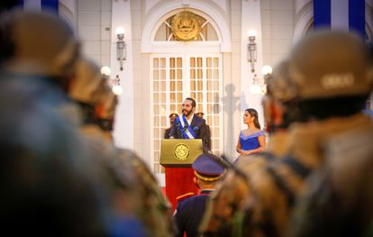 O presidente Bukele, durante sua mensagem na cerimônia do bicentenário da independência, na noite de 15 de setembro.