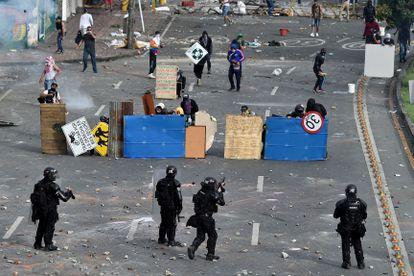 Enfrentamentos entre a polícia e manifestantes em Cali, na Colômbia.