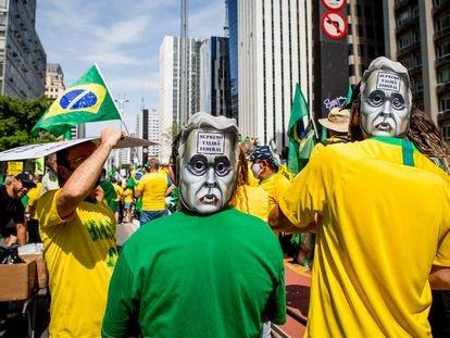 """Fim do STF e """"democracy, yes"""". As  contradições do ato pró-Bolsonaro na Paulista"""