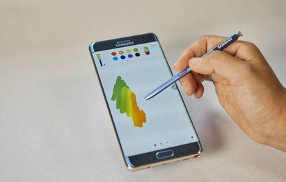 O S Pen funciona como lápis ou como pincel.