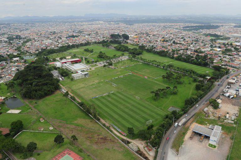 Vista aérea do Centro de Treinamento do Caju em Curitiba.