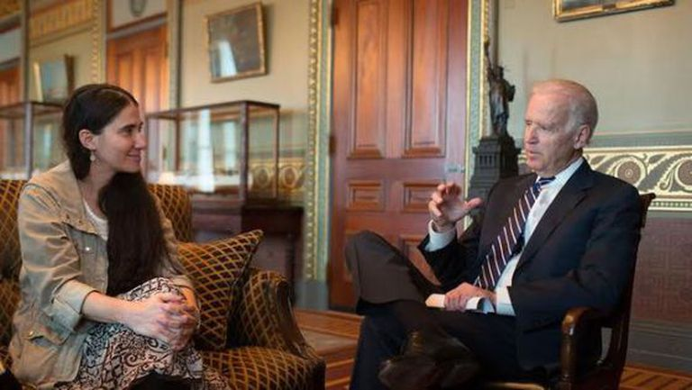 Yoani Sánchez com Joe Biden em 2 de abril.