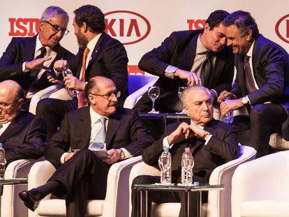 A polêmica foto de Moro com políticos.