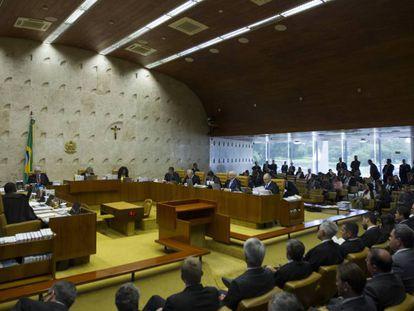 STF decide sobre permanência de Calheiros