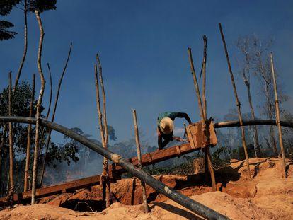 Um garimpo ilegal na área da Renca, no Norte do Brasil.