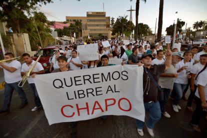 Cerca de 2.000 pessoas se manifestaram em apoio a Joaquín Guzmán.