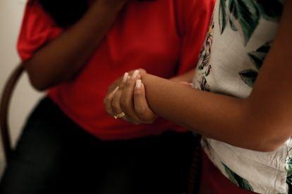 Duas das mulheres que denunciaram o pastor evangélico por abuso sexual: técnica utilizada para abordar as vítimas era muito parecida, diz delegada.