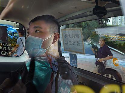 Leon Tong Ying-kit na chegada ao tribunal para uma audiência preliminar em julho de 2020.