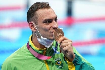 Fernando Scheffer celebra o bronze nos 200m nado livre
