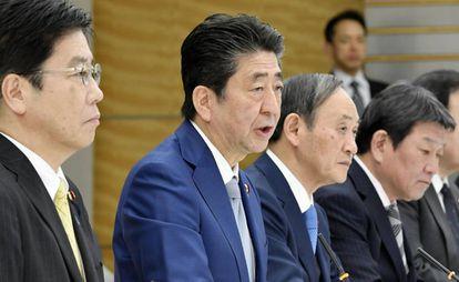 O primeiro-ministro japonês, Shinzo Abe, na quinta-feira, com seu Governo.