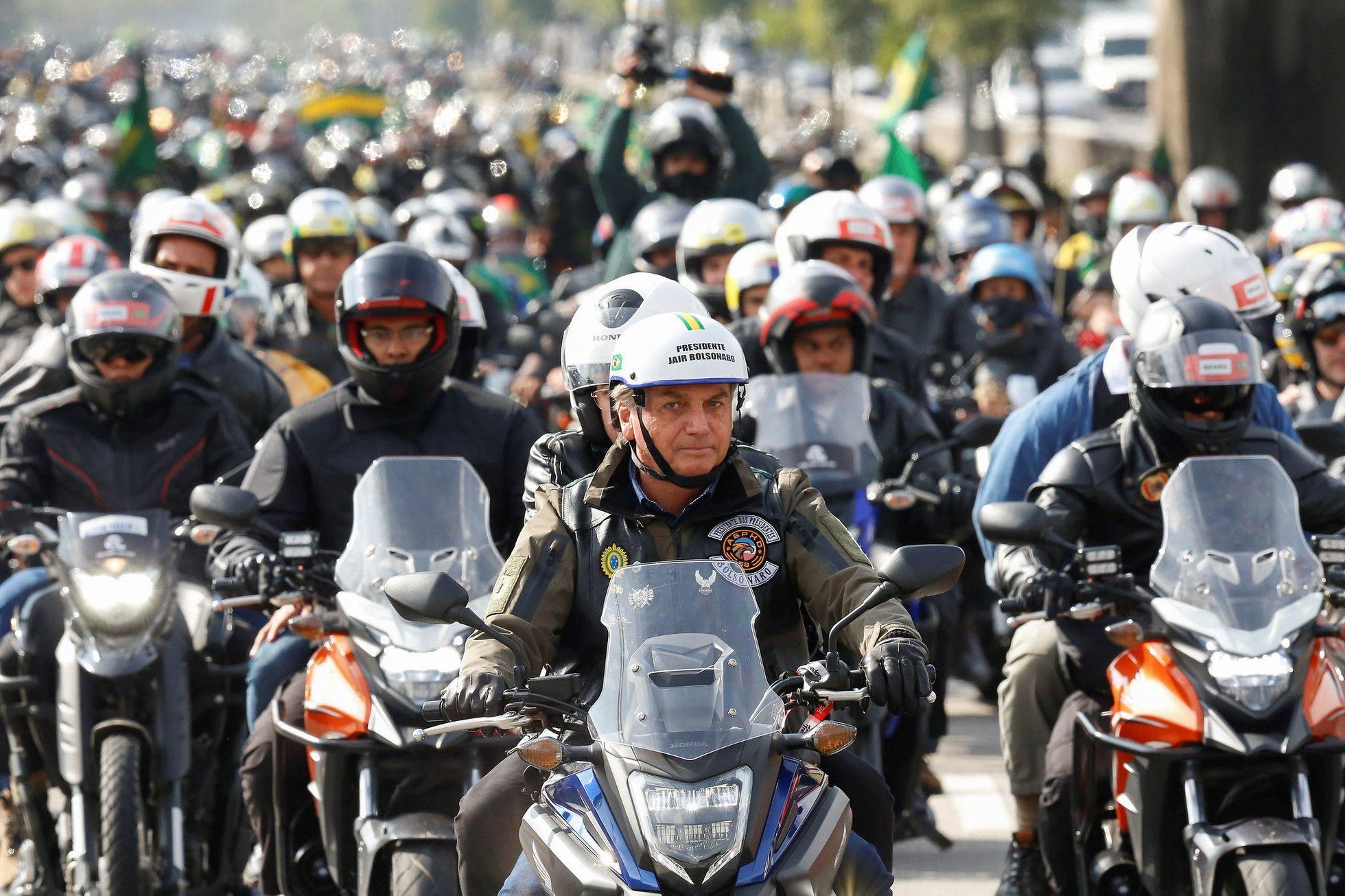 Ato de Bolsonaro com motoqueiros tem tom de campanha e discurso  negacionista   Atualidade   EL PAÍS Brasil