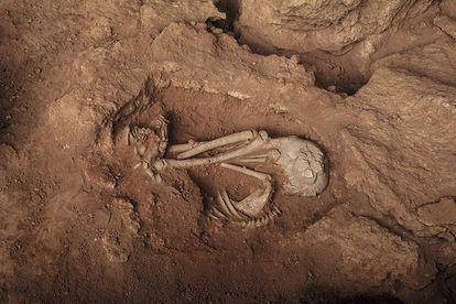 Sepultamento descoberto na Lapa do Santo, em 2016