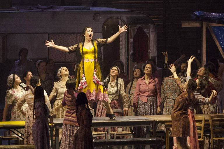 Um momento de 'Carmen', na Ópera de Firenze.