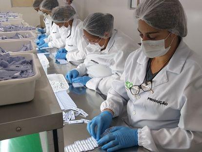 Linha de produção de testes rápidos da Eco Diagnóstica.