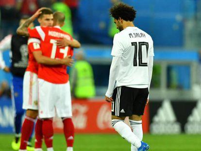 Salah lamenta segunda derrota, enquanto russos comemoram segunda vitória.