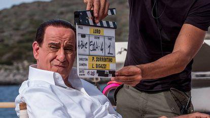 Toni Servillo como Silvio Berlusconi