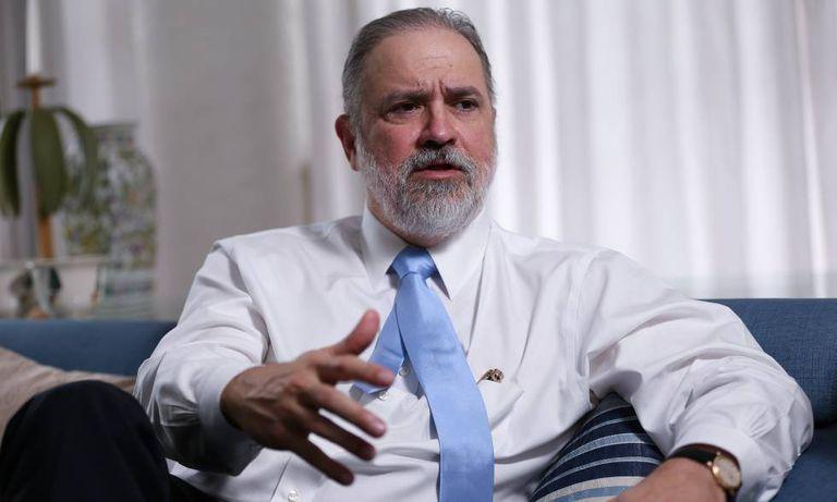 Augusto Aras, durante entrevista à Folha em sua casa, em Brasília, em abril.