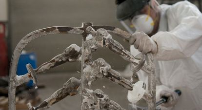 Parte do processo de criação das estatuetas.