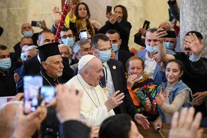 Francisco visita a comunidade cristã de Qaraqosh.