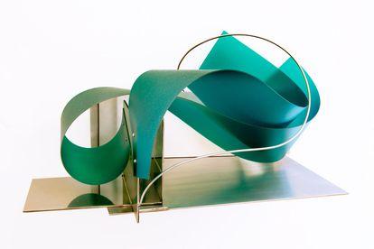 'Sou minha própria arquitetura', escultura de Iole de Freitas.