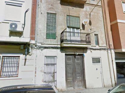 Casa da rua Benlliure, no bairro do Cabanyal de Valência, onde o cadáver foi encontrado.