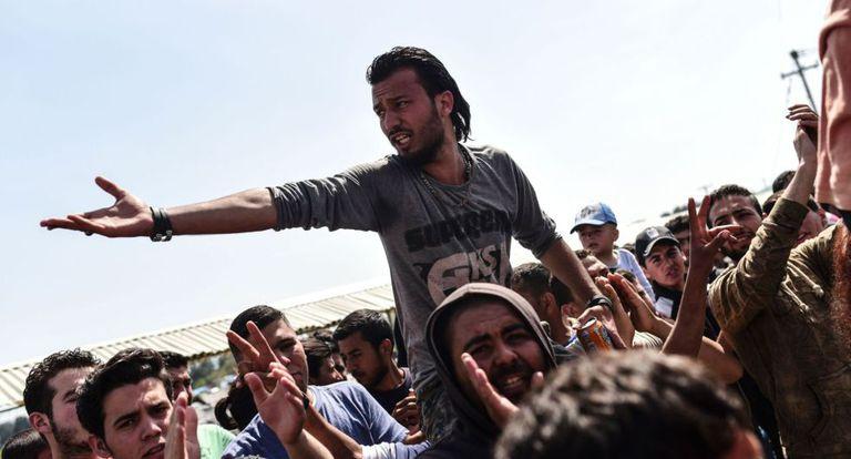 Imigrantes protestam pelo fechamento da fronteira entre Grécia e a Macedônia