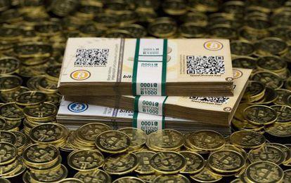'Bitcoins' impressas por Mike Caldwell, um entusiasta desta moeda virtual em Sandy (Utah) e fotografadas em 31 de janeiro.