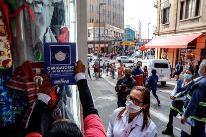 Vigilância Sanitária raliza fiscalização sobre o uso de máscara na cidade de São Paulo na última quarta-feira.