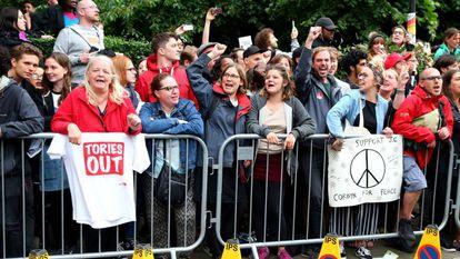 Partidários de Corbyn esperam o líder trabalhista, nesta quinta-feira, em Islington, Londres.