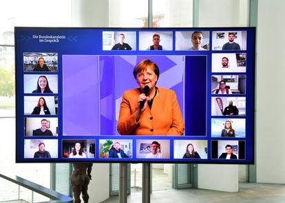A chanceler alemã, Angela Merkel, durante um dos diálogos com a população, em meados de novembro.